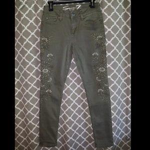 Seven7 Sz 4 Olive Skinny Jeans NWOT Embroidered